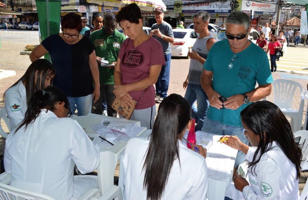 Saúde intensifica campanha contra gripe, na Praça de Santa Teresa, e promove caminhada, na Barra do Imbuí