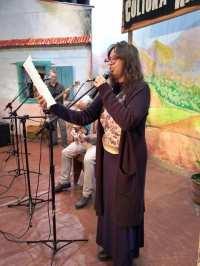 Apresentadora Nara Zeitune recita poema em homenagem aos Festejos Juninos