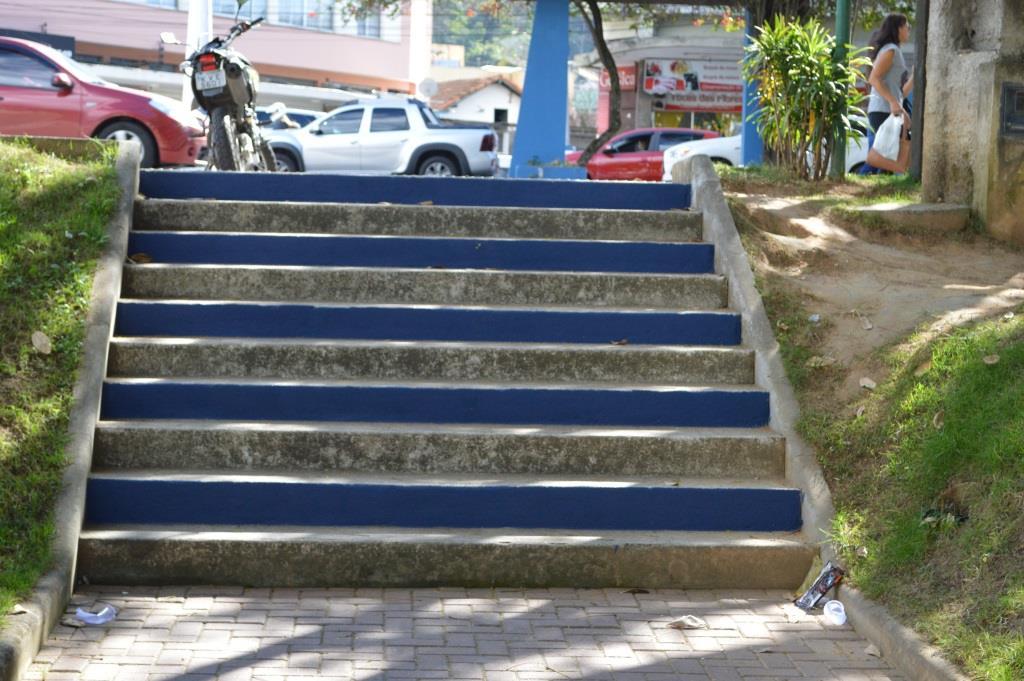 Pintura das escadas da Praça Olímpica faz parte da revitalização do espaço público