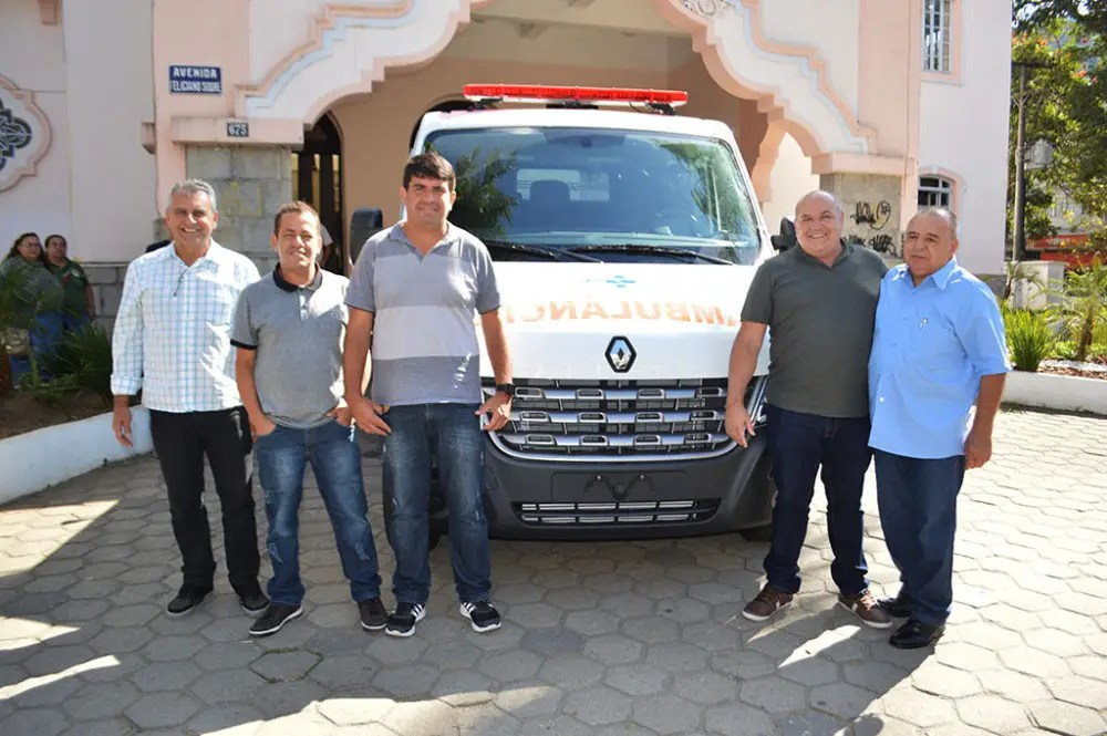 Teresópolis recebe novas ambulâncias