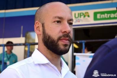 Prefeito Vinicius Claussen visita UPA e recebe doação de campanha