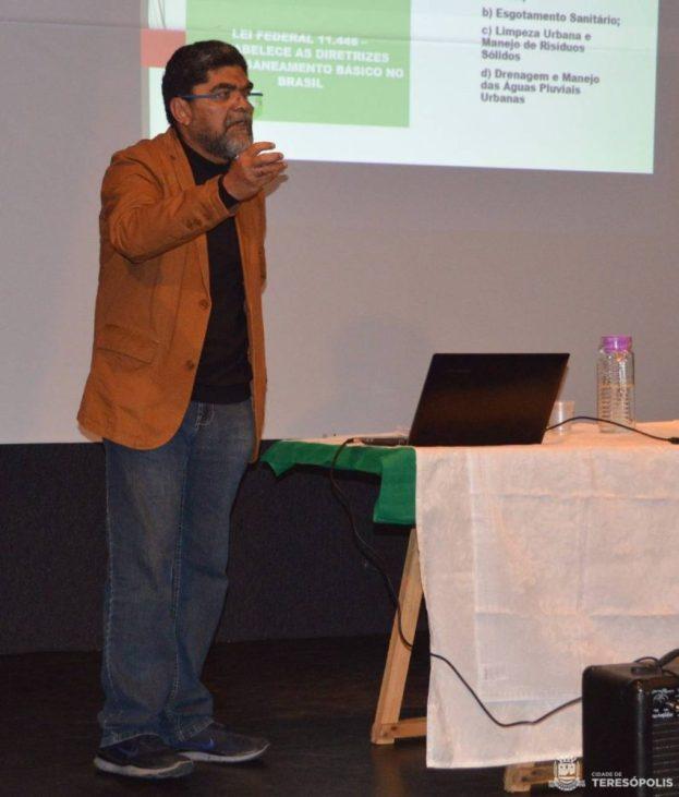 Secretário de Meio Ambiente, Raimundo Lopes, apresenta pré-projeto para o aterro