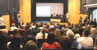Público marca presença na audiência pública sobre o Aterro Controlado do Fischer
