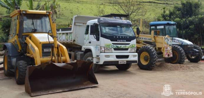Teresópolis recebeu trator, caminhão, motoniveladora e retroescavadeira cedidos pela Emater/RJ para conservação das vias rurais