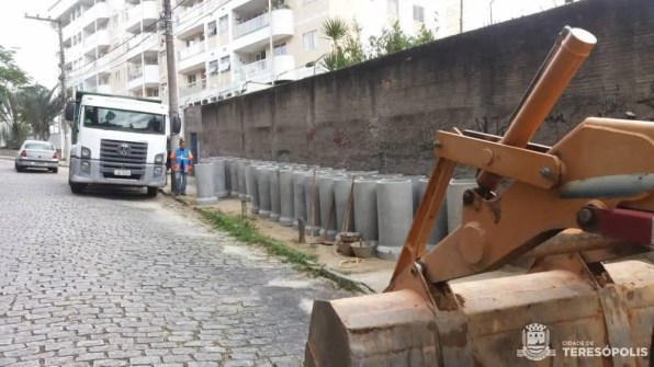 Prefeitura constrói mais de 40 metros de galeria na Rua José Maria Regadas, em Ermitage