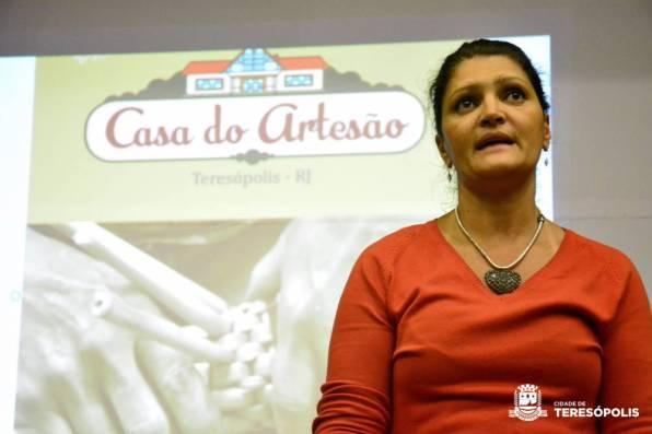 Cléo Jordão, Secretária de Cultura, apresenta a proposta de criação da Casa do Artesão