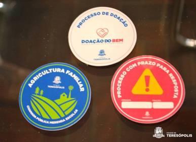 Selos que serão usados para dar celeridade à tramitação de processos prioritários na Prefeitura
