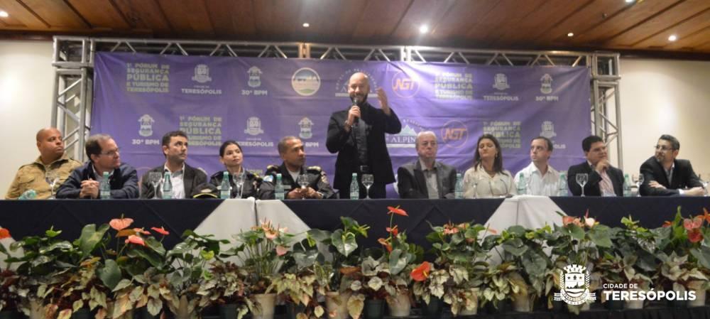 FÓRUM DE SEGURANÇA PÚBLICA E TURISMO DE TERESÓPOLIS REÚNE MAIS DE 200 PESSOAS NO HOTEL ALPINA