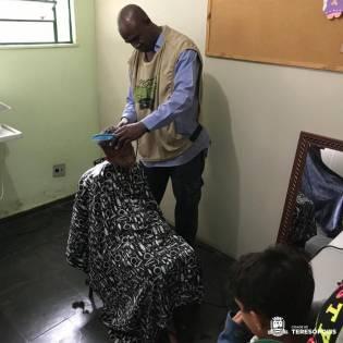 Na programação, corte de cabelos para crianças e adultos