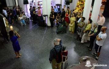 Autora do projeto, Aline Quintão conta aos convidados curiosidades sobre a Imperatriz Teresa Cristina
