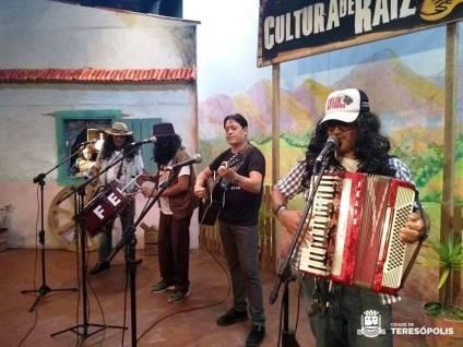 Artistas populares sobem ao palco da Casa de Cultura