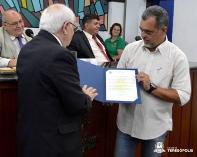 Da Luz, secretário de Segurança Pública, recebe homenagem