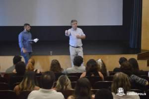 Encontro entre artistas e representantes da assistência social de Teresópolis e de representantes da InterTV