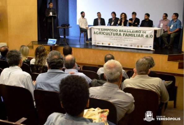 Mesa de abertura do Simpósio Brasileiro de Agricultura Familiar em Teresópolis