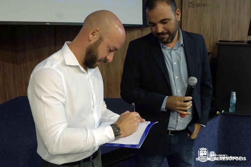 Projeto 'Empregar': Teresópolis e Firjan firmam convênio para qualificar mais de mil jovens e adultos para o mercado de trabalho