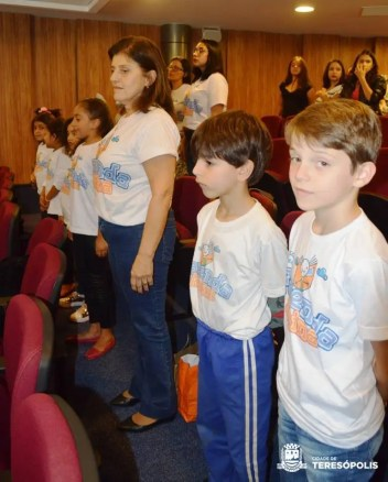 Alunos da Escola Fazenda Alpina aguardam premiação da Olimpíada Brasileira de Astronomia