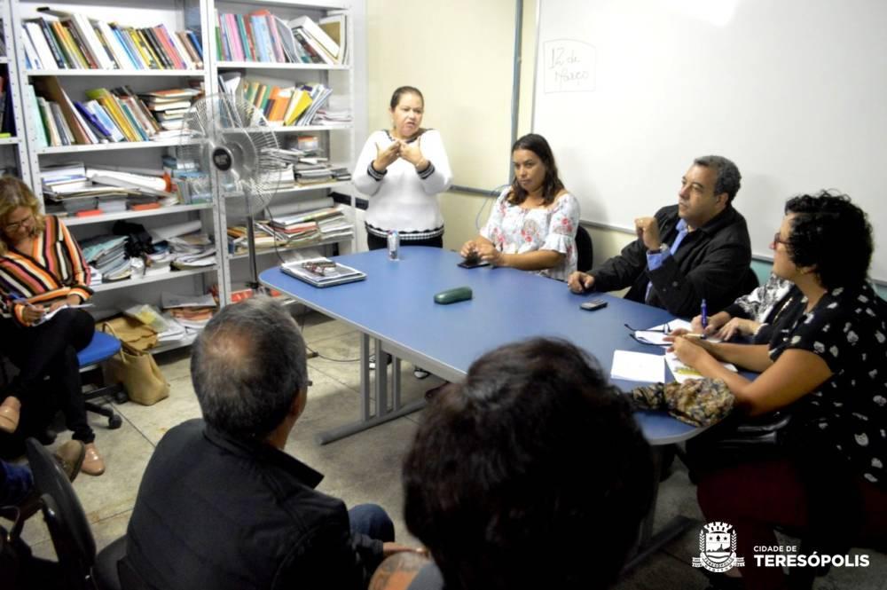 Reunião na Secretaria de Saúde lança projeto de melhorias no atendimento à população