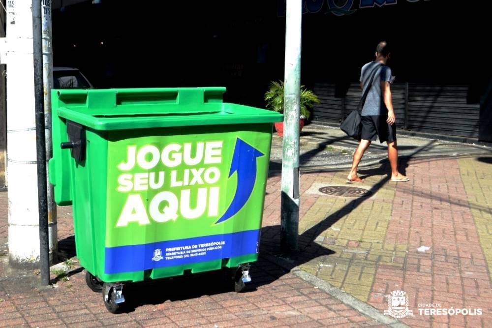 Prefeitura instala novos contêineres de lixo na Várzea