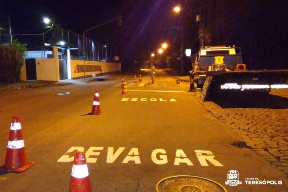 Guarda Municipal revitaliza faixas de pedestres em áreas escolares