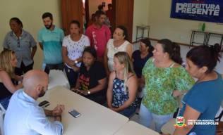 Prefeito conversa com moradores em Santa Rosa
