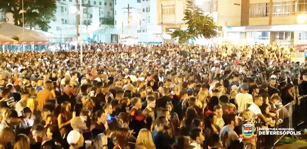 Carnaval 2019 – Terê Alegria em Família: bloquinho, escola de samba e shows agitaram a Várzea no domingo