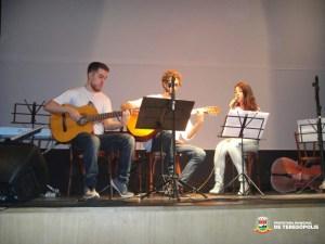 Escola de Música Villa-Lobos/Teresópolis marca o Dia Nacional do Choro com exposição e concerto