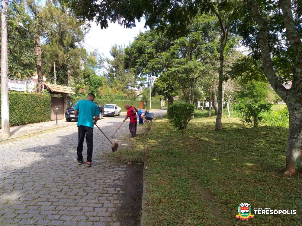 Serviços Públicos atende simultaneamente diversas localidades em Teresópolis