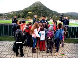 Alunos de escolas municipais interagem com jogadores da Seleção Brasileira
