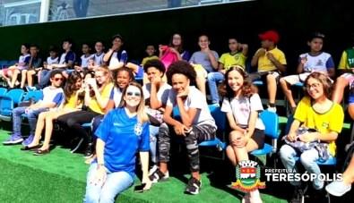 Estudantes da rede municipal de ensino acompanham treino da Seleção, na CBF