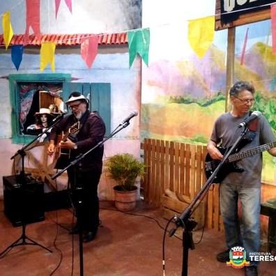 Irio Lima e Nano Lyrio são de Guapimirim, mas sempre participam do 'Cultura de Raiz'