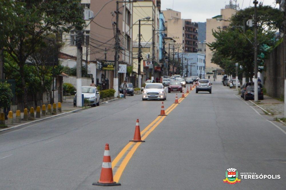 Ruas e avenidas de Teresópolis recebem nova sinalização de trânsito