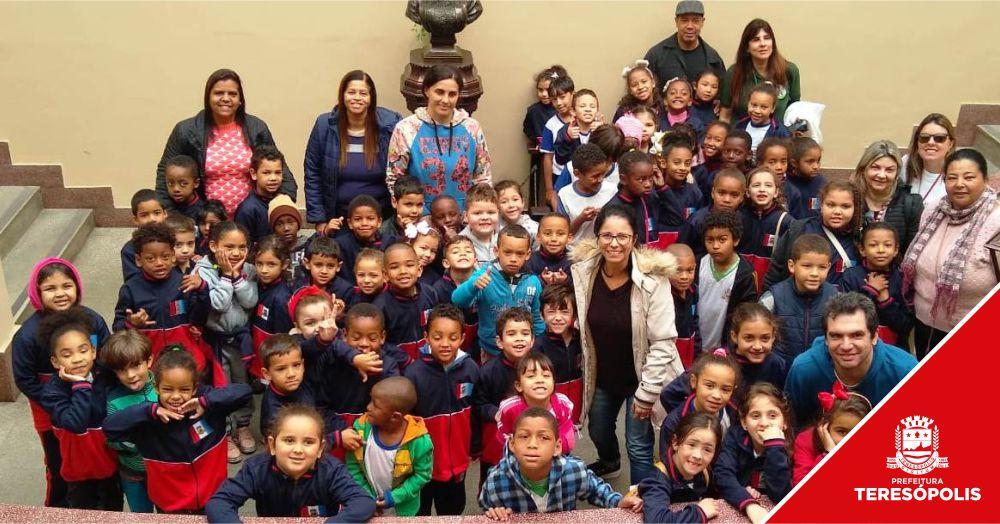 Alunos da Escola Marília Porto participam do projeto 'Olhar Teresópolis'
