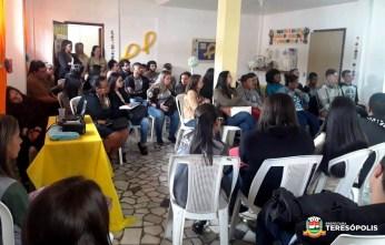 Jovens e adultos atendidos pelo CRAS Alto acompanham palestra