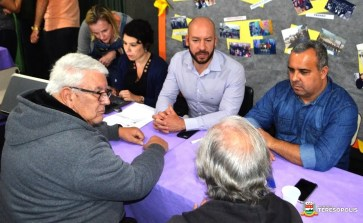 Moradores apresentam demandas ao Prefeito Vinicius Claussen, acompanhado pelo Vereador Maurício Lopes