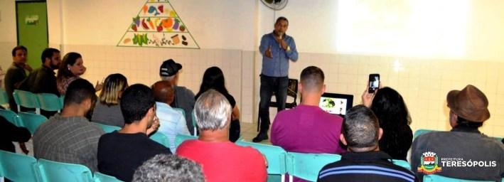 Secretário Marcos Jaron recebe os agricultores familiares em Bonsucesso. 2jpg