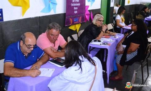 Secretários Beto Calixto e Margareth Rosi orientam os moradores