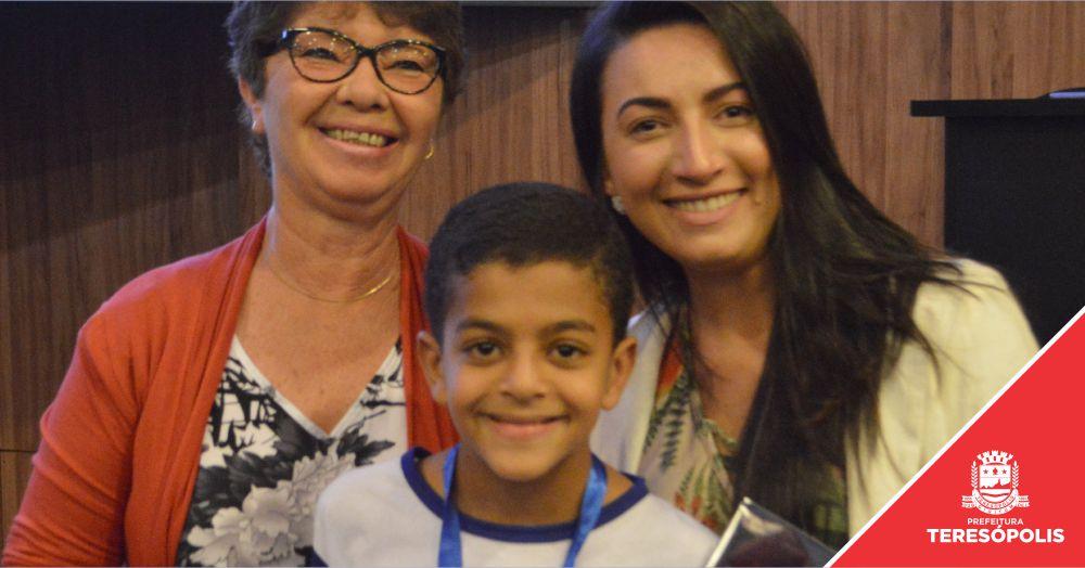 Educação promove concurso de redação e premia seis alunos do Ensino Fundamental