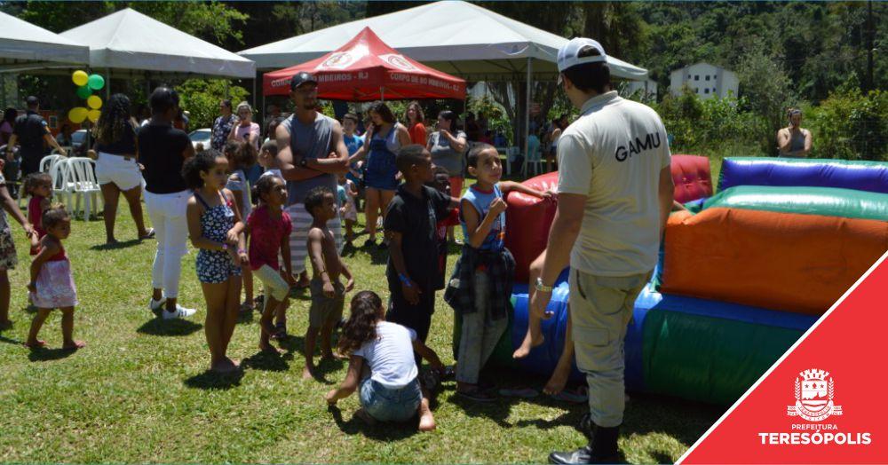 'Cidadania em Ação': Moradores do Parque Ermitage têm dia de lazer e ação social no Dia das Crianças