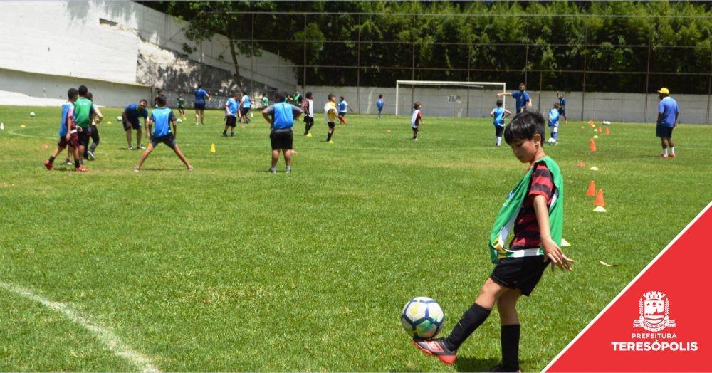 Evento no Várzea F.C. dá pontapé inicial ao projeto 'Gol do Brasil' em Teresópolis