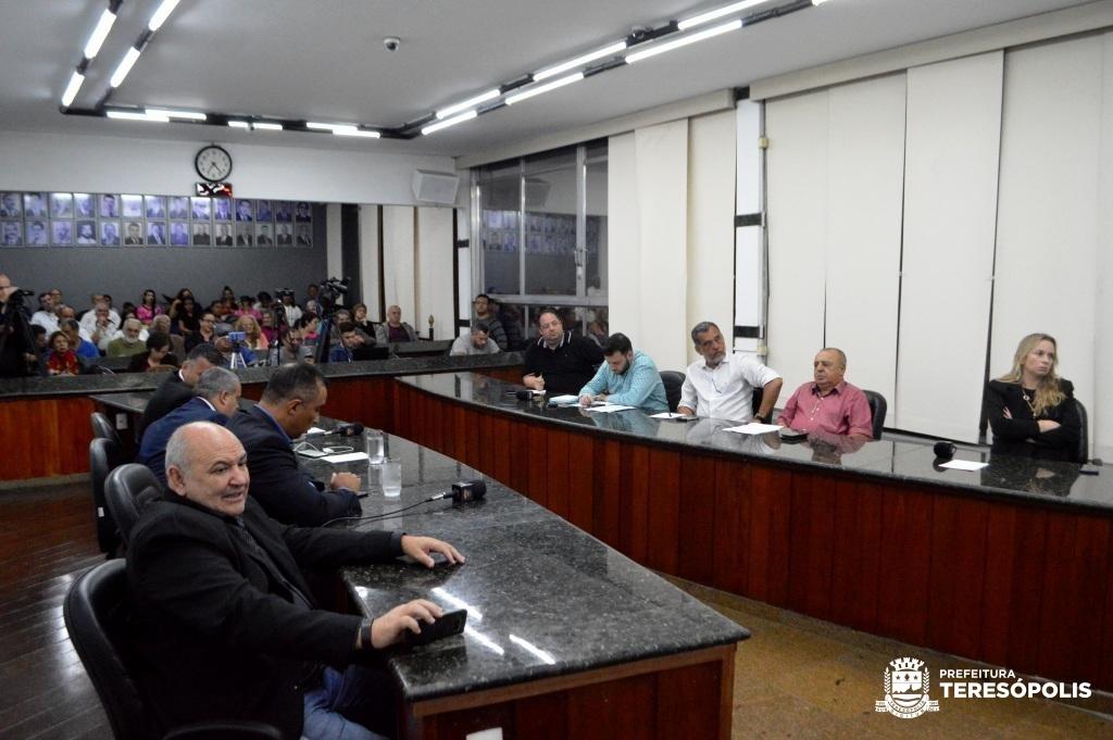 Público lota plenário da Câmara para a audiência pública
