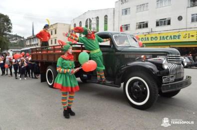 Parada de Natal 2019: público aderiu ao desfile que coloriu e alegrou o centro da cidade