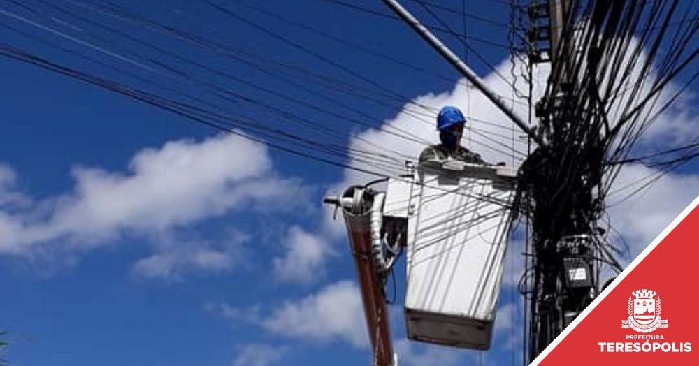 Prefeitura instala 176 novos braços de luz em 21 bairros da cidade