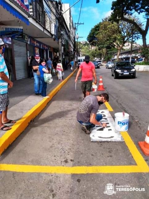 Revitalização da sinalização em ponto de ônibus na Várzea