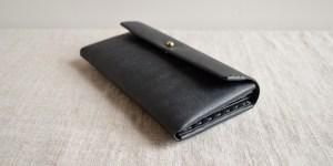コンパクトで使い勝手の良い「ミニ長財布」