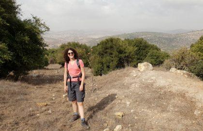 טיול בשמורת הר גודרים: מערות, פרחים ותצפית ללבנון