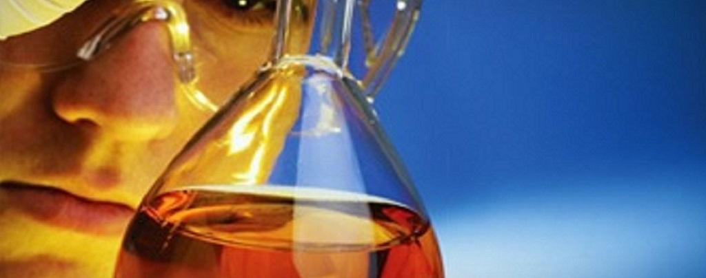 Análisis de aceites dieléctricos y lubricantes para determinar los equipos con posibles fallos.