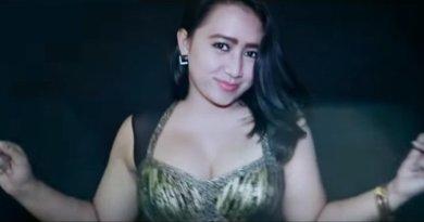 Becekin Adek Bang ( BAB ) - Frida Angela