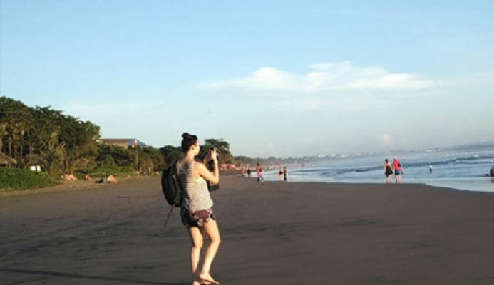 Bali Boyfriend, Temani dan Manjakan Wisatawati Jomblo yang Kesepian