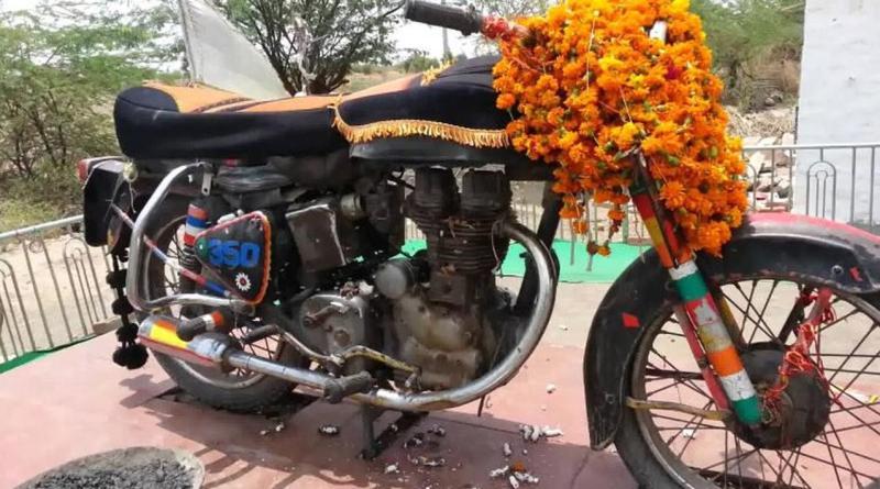DI INDIA MOTOR TUA INI DI SEMBAH DAN DIPUJA SEPERTI DEWA