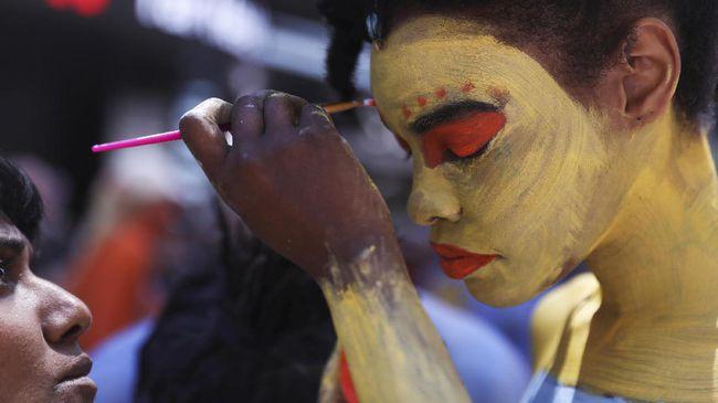 Dilukis Tanpa Busana, Dua Wanita AS Bikin Heboh Times Square